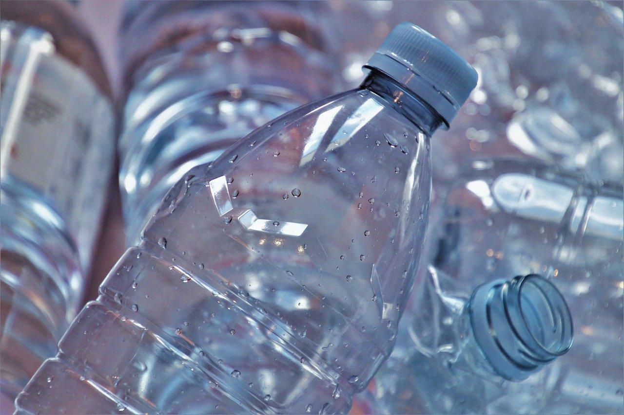 Bouteilles en plastique : enjeu du zéro déchet
