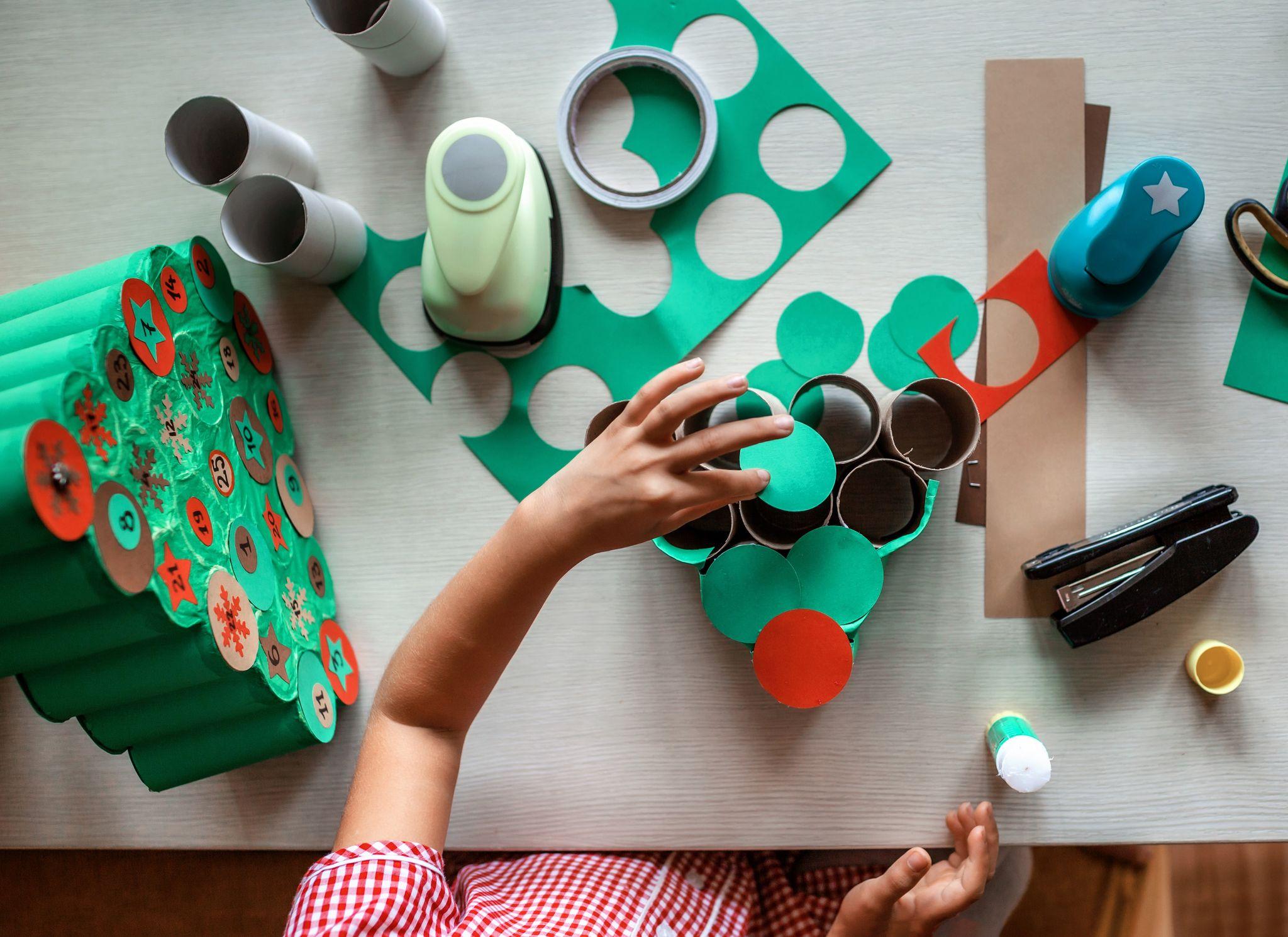 Décoration de Noel zéro déchet : calendrier de l'avent avec rouleaux de papiers toilettes